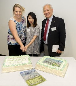 1998 graduate Ms Sonia Kirby and current undergraduate Ms Jill Le cut the celebration cake with Professor Low Choy